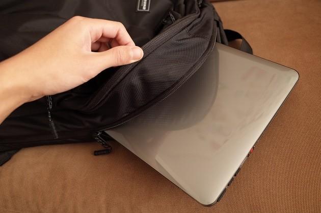 TIMBUK2バックパックのノートPC収納部分の写真