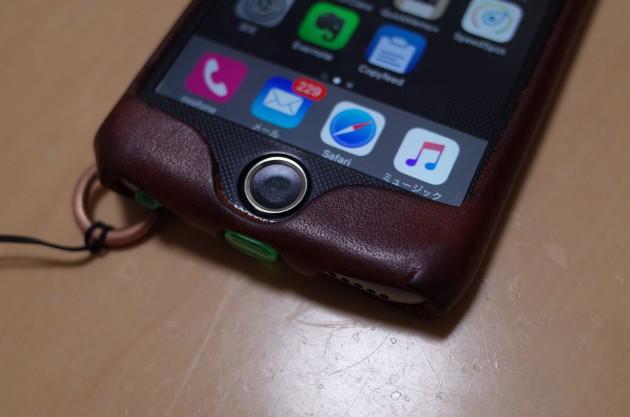 ケース装着時のiPhone6のホームボタンの回りの写真
