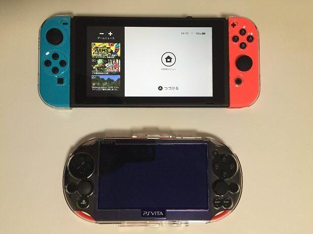 ニンテンドースイッチとPS Vitaの大きさ比較写真