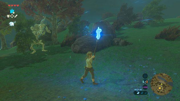青い炎を持って敵に襲われるリンク