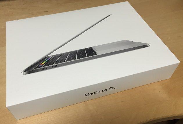 MacBookPro 2017 13インチの化粧箱の写真