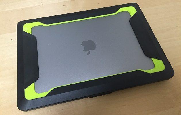 MacBookPro耐衝撃ケースの写真