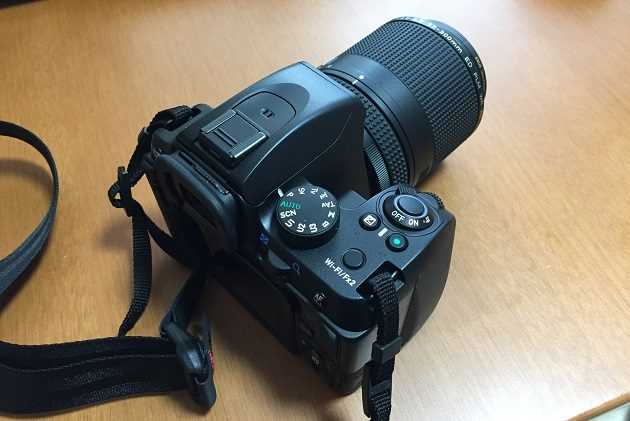 HD PENTAX-DA 55-300mmF4.5-6.3ED PLM WR REを装着したK-70の後姿