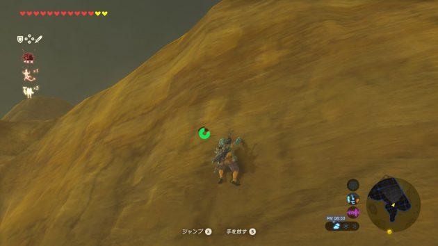 ゲルド地方の岩肌を登るリンク