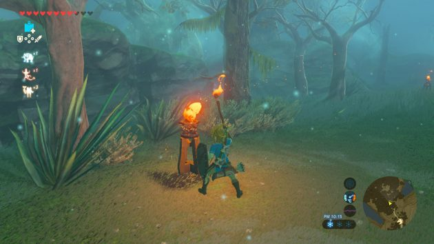 迷いの森で松明に火を付けるリンク